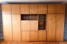 Schrankwand mit Schrankbett, Kleiderschrank und Bar