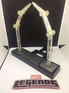 MARVEL LEGENDS TOY BIZ 2006 CAPTAIN  VS RED SKULL BASE 1:12 FIGURE ACCESSORY