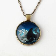 collier médiéval pendentif 2 dragons sous dôme de verre