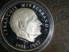 tresor du patrimoine medaille le sacre de  MITTERAND  diametre 4 cms