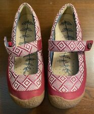 KEEN WOMEN'S BEET RED HARVEST MARY JANE BUTTON FLAT SIZE 9 EXCELLENT CONDITION