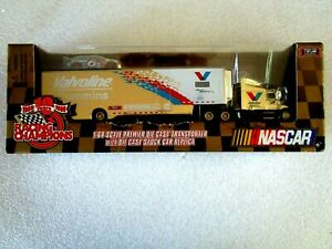 Racing Champions 1/64 Nascar Gold Transporter 1998 Valvoline #6 Mark Martin