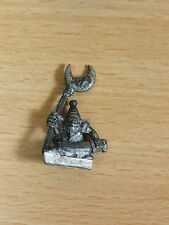 Classic Metal Night Goblin Banner portador Base Pintada (2369)