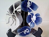 "NIB~Sydenstricker Art Glass Floral Blue, White & Gray Deep Dish Flower Plate~7""~"