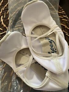 Capezio Gymnastic Shoe, White, 106 Item, Size 9M