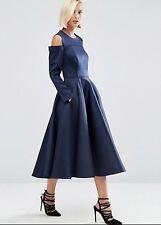 Vestido de fiesta BNWT Trenzado hermanas frío Sholders de satén azul marino en condiciones de servidumbre. tamaño 10