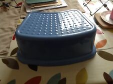 LOVELY CHILDRENS BATHROOM / KITCHEN  STEP STOOL IN GOOD SOUND CLEAN  CONDITION