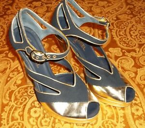 Chanel Navy Blue Gold Peep Toe Strappy Pump Heels Runway Shoes - Size 38 ~ S5