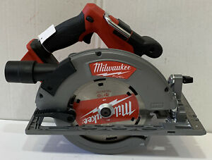 SLIGHTLY USED- Milwaukee 2732-20 M18 FUEL 7-1/4 in. Circular Saw (Tool Only)
