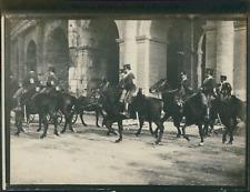 Italie, Rome, Cavaliers militaires sortant Colisée, ca.1900, Vintage silver prin