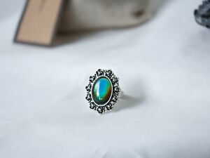 Daisy Mood Ring with Iconic Features