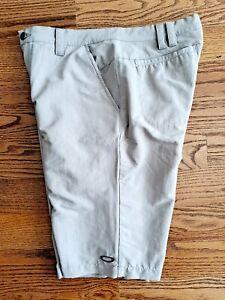 Oakley Golf Casual Shorts Men's Size 32 Stretch