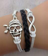 Bracelet blanc et noir tête de mort de pirate et lien infini.
