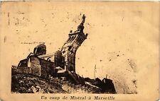 CPA Un coup de mistral a MARSEILLE (403636)