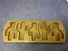 """Lodge Cast Iron 5 CACTUS Mold Cornbread Muffin Pan 5CP2 15.5"""" L 5.5"""" W F3"""