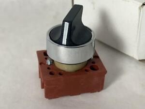 SIEMENS 22mm 2-Position Maintained Selector Switch 3SB02-2MKB