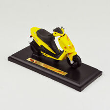 Maisto Malaguti Phantom F-12 - Motor Scooter - 1:18 - Yellow/Yellow