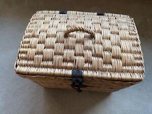 Antiker Rad oder Picknickkorb mit Deckel für Vintage Fahrrad