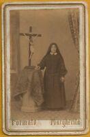 cartoncino Fotografico Formato Margherita fine '800 - Suora con Crocifisso