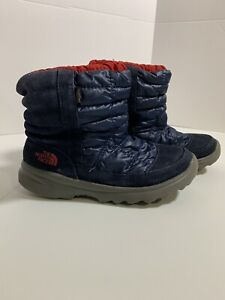 The North Face Boys Boot Size 4 Blue Red