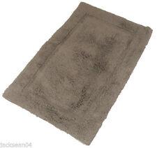 Toallas de baño y albornoces con alfombra de baño