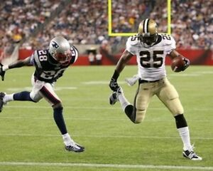 REGGIE BUSH 8X10 PHOTO NEW ORLEANS SAINTS PICTURE NFL FOOTBALL VS PATRIOTS