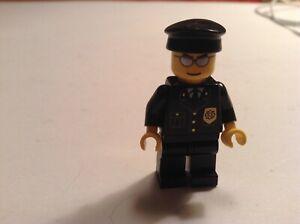 2 Lego Policemen Cops Minifigures