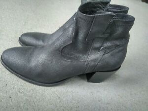 LEMARE black leather boots, size 7 (40)