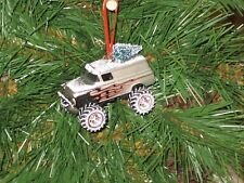 Jada 1957 Chevy Suburban Silver w/flames Custom Christmas Ornament w/tree,snow R