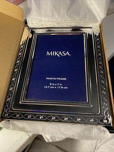 mikasa infinity band 5x7 SIlver Plated  frame w/ cream velvet backing