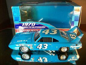 Richard Petty #43 1970 Plymouth Superbird 1:24 Racing Champions