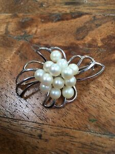 Vintage 1960s, Large, Solid Sterling Silver, Natural Cultured Pearl Brooch Pin.