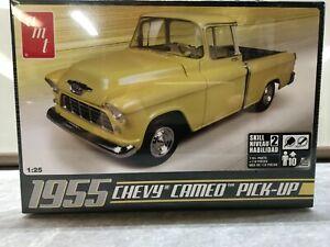 AMT 1/25 scale 1955 Chevrolet Cameo Pickup model car kit