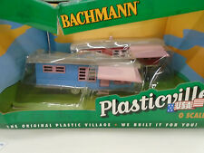 BACHMANN PLASTICVILLE O SCALE #45310 TRAILER PARK WITH 2 TRAILERS & FLAG
