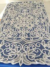 Ancienne nappe carrée brodée main/dentelle aux lacets/fleurs de lys 115 X115 cm