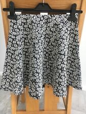 Hollister Ladies Skater Skirt Extra Small Black With Cream Daisy flowers