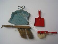 112) altes Puppen Spielzeug Miniatur  Kehrgarnitur 2 x Schaufel 2 x  Besen