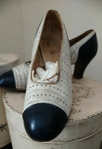 Vintage 1930s Blue and White Leather Shoes by Dolcis de Luxe. Size 7