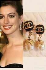 chanel earrings Pearl Drop Black And Gold With Cc Logo vintage looking classic