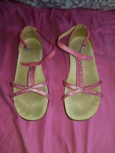 clarks ladies size 4 PINK strap shoe large heel sandals