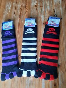 💀💮Striped toe socks👻 one size lovely soft and comfy with skull and crossbones