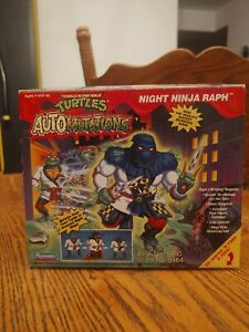 TMNT 1993 NIGHT NINJA RAPH NIB SEALED (YELLOW ACCESSORIES/YELLOW &BLACK LEG FLAP