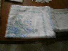 NAPPE RECTANGULAIRE BLANCHE FLEURS BLEUES 2,40 x 1,50 m + 12 SERVIETTES DE TABLE