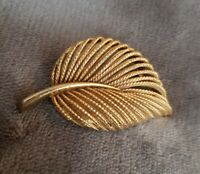 VINTAGE SPHINX modernist Leaf Feather Brooch Textured Gold Tone Twist Retro vtg