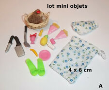 lot objets décoration miniature,maison de poupée, vitrine,chien,aliments  S4-A