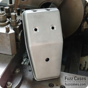 Tone Bender MK2 Enclosure - Drilled + Circuit Board Bracket, Back Plate & Feet