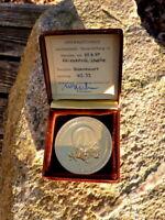wunderschöne alte Leichtathletik Goldmedaille Diskuswurf Menden 1957 in Etui