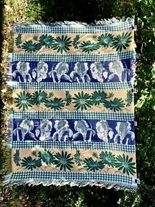 """Crown Crafts Daisy Floral Iris Woven Knit Tapestry Throw Blanket 45""""x58"""" Reverse"""