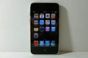 Apple iPod touch 2nd Generation Black (8GB) Media MP3 Player Model A1288