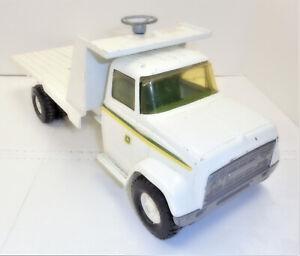 ERTL 1/16 Scale John Deere Toy Tractor White Tilt Bed Truck